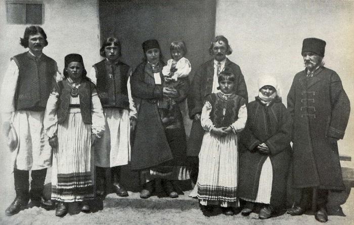 Группа местных крестьян. Станиславская область. Начало ХХ века.