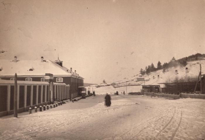 Александровский централ в шестидесяти верстах от Иркутска.