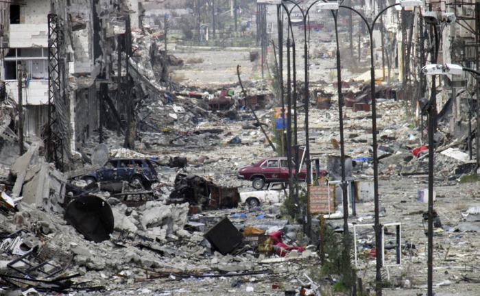 Разрушенные дома и улицы в Хомсе. 9 марта 2014 года.