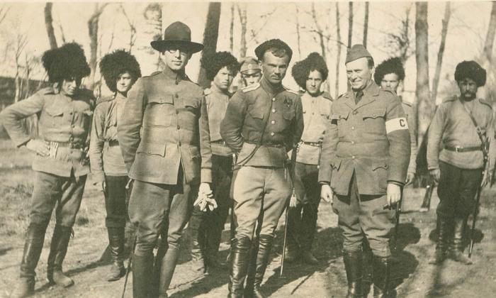 Атаман Калмыков с уссурийскими офицеры.