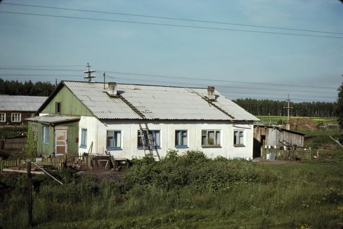 Типичный дом в окрестностях Омска. СССР, Омск, 1979 год.