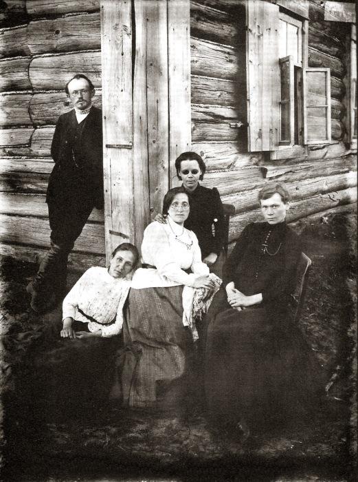 Санитарный отряд доктора Апраксина в 1892 году.