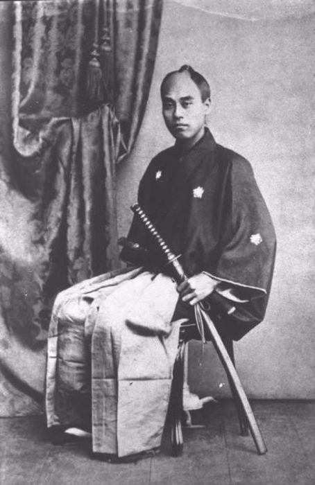 Японский писатель в кимоно.
