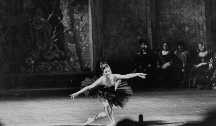 Балерина Майя Плисецкая во время посещения Насером Большого театра. СССР, Москва, 1958 год.