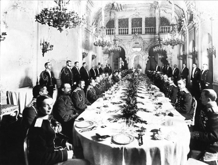 Банкет офицеров лейб-гвардии Драгунского полка во дворце великой княгини Марии Павловны. Россия, 1912 год.