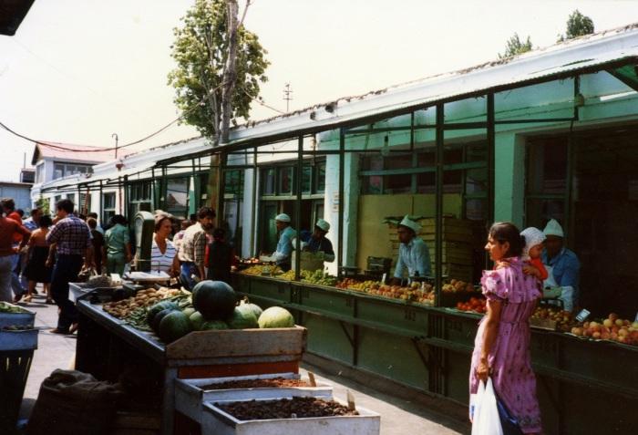 Рынок под открытым небом. СССР, Баку, 1985 год.