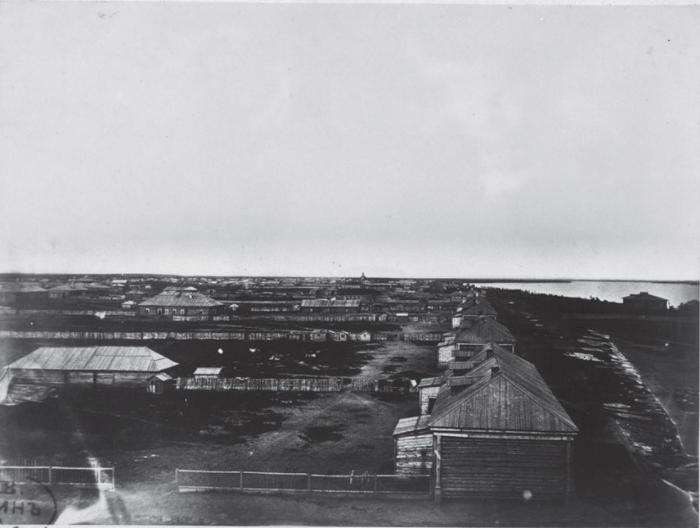 Город расположен на левом берегу Амура и на правом берегу Зеи. Россия, 1880 годы.