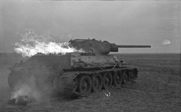 Горящий Т34. Август 1941 - 1942 год.