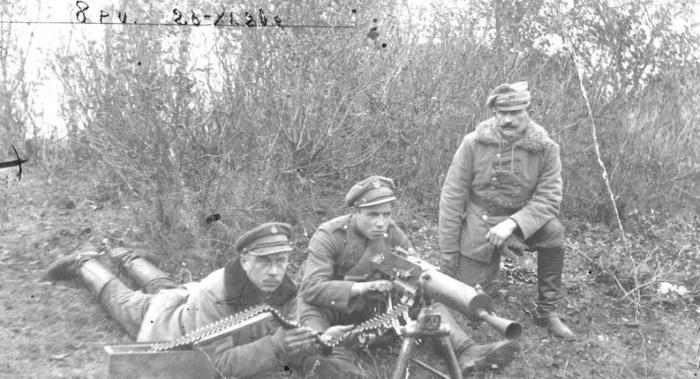 Расчет тяжелого австрийского пулемета М.07 Шварлозе. 1920 год.