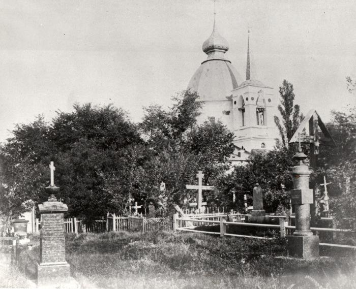 Кладбищенская церковь на Щекавицком староверческом кладбище. Киев, 1980-е годы.
