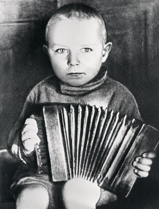 Детство Герман Степанович Титов в Алтайском крае в 1939 год.