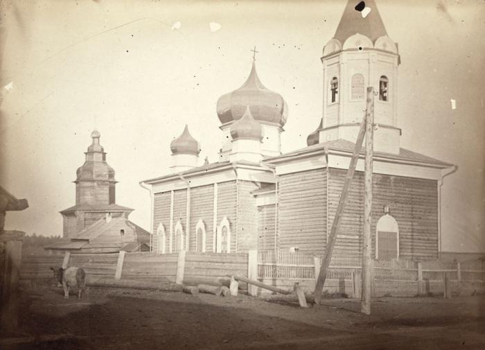 Деревянная церковь в небольшой деревне недалеко от Иркутска.