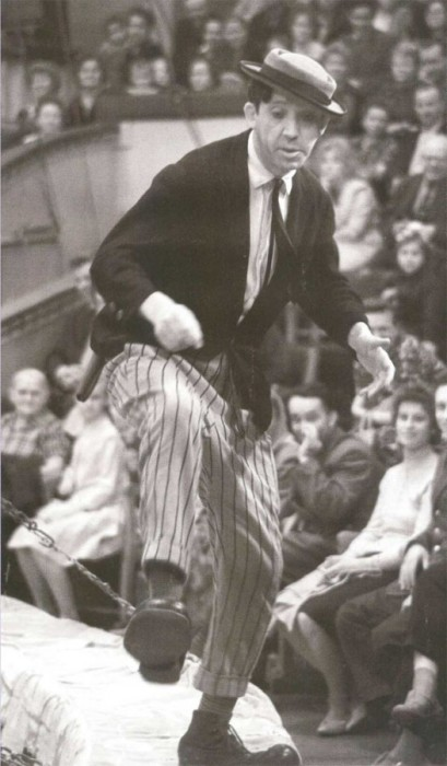 Клоун Юрий Никулин на арене цирка в 1961 году.