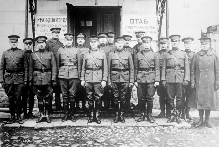 Полковник Стюарт с офицерами штаба.