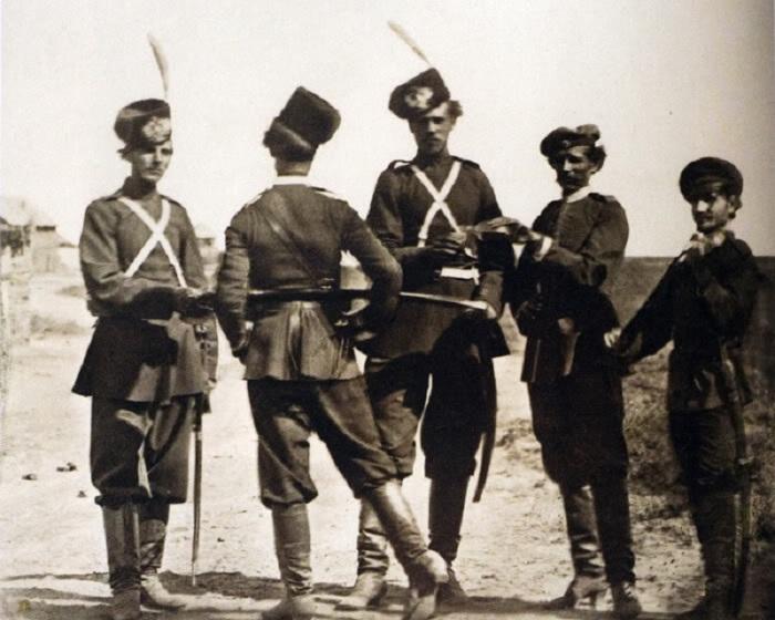 Казаки перед выходом на службу. 1875-1876 год. Фото: Ivan Boldyrev.