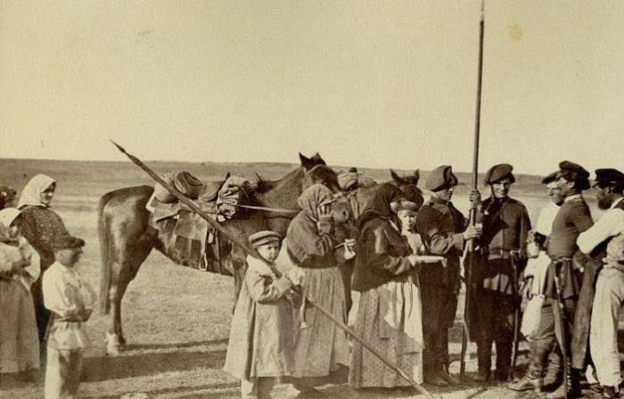 Фотографии Ивана Болдырева о жизни и быте донских казаков в XIX веке.