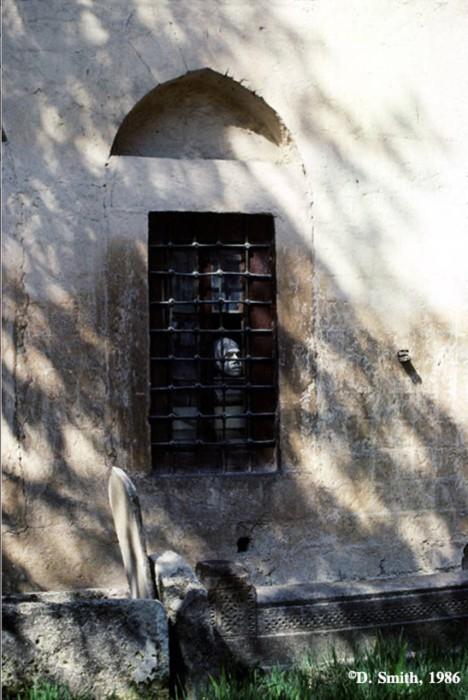 Окно в Ханском дворце. Крым, Бахчисарай, 1988 год.