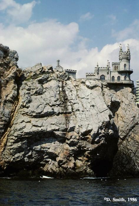 Вид на Ласточкино гнездо. Крым, Гаспра, 1988 год.