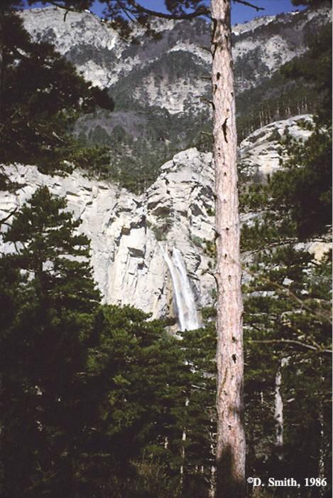 Водопад в Крымских горах.