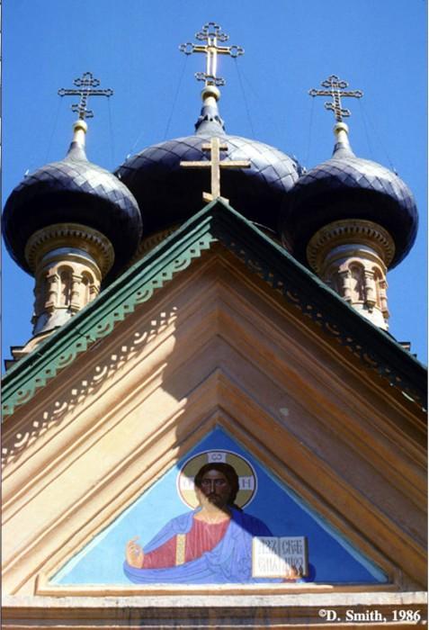 Купола православной церкви. Крым, Ялта, 1988 год.