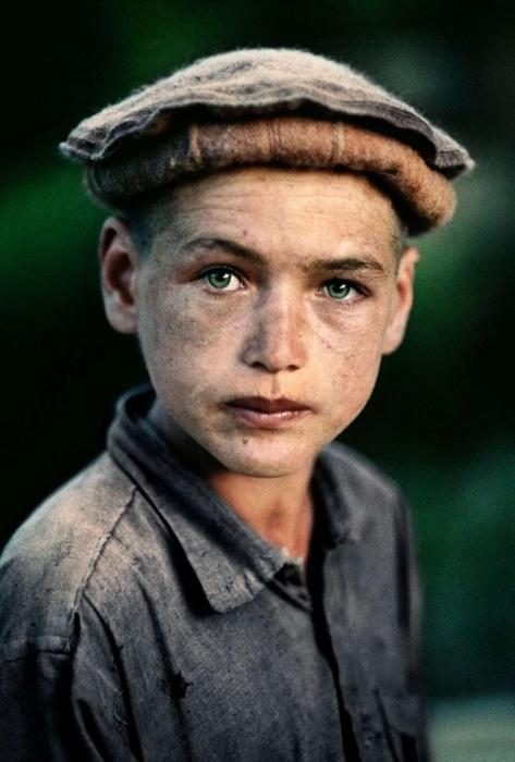 Деревенский мальчик из провинции. Афганистан, Нуристан, 1992 год.