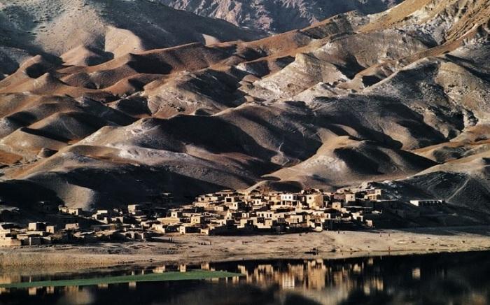 Кишлак между Сароби и Кабулом. Афганистан, 1992 год.
