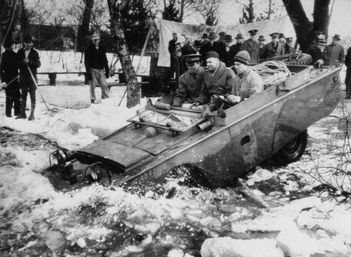 Джип-амфибия, выпускаемая для армии США. 23 марта 1943 год.