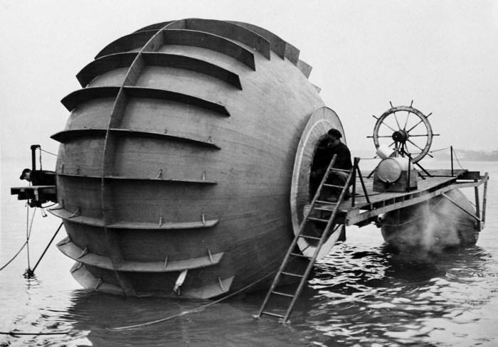Экспериментальный торпедный катер, который проходил тестовые испытания на реке Детройт. Штат Мичиган, 28 декабря 1940 года.
