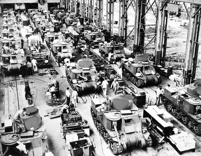 Массовое производство корпорацией Chrysler 28-тонных танков в Детройте.