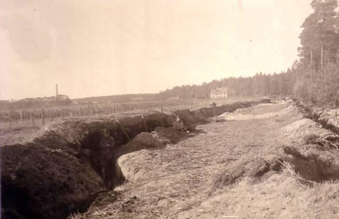 Траншея, захваченная немцами под Митавой.