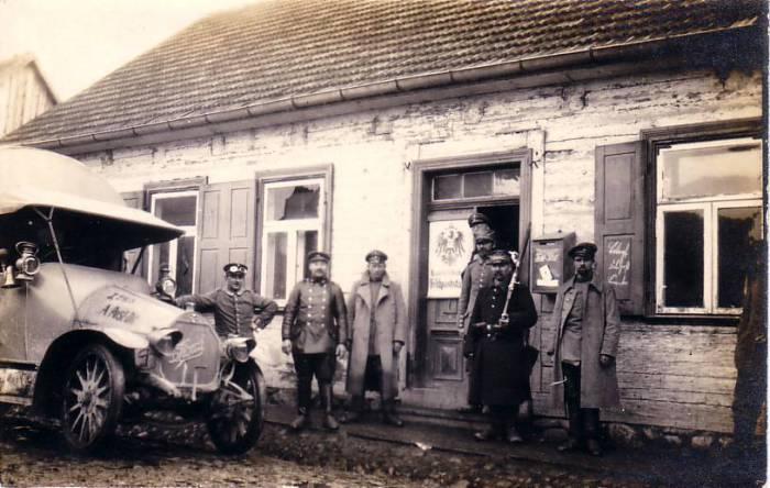 Немецкое военное почтовое отделение в Митаве в 1915 году.