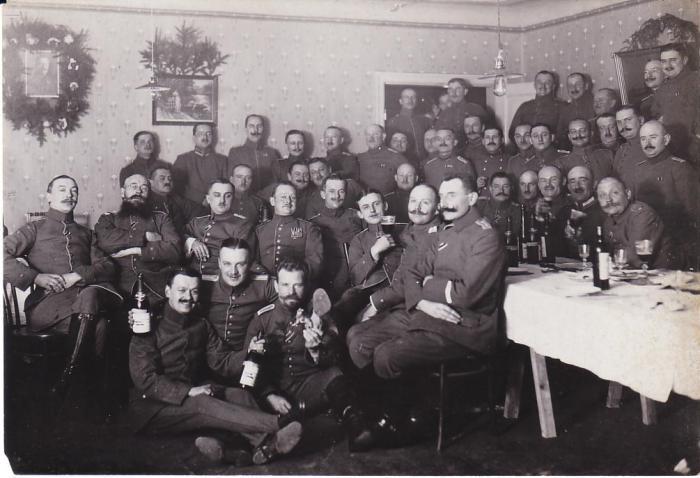Даже во время войны праздник оставался праздником.