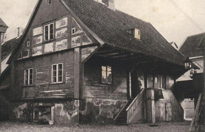 Деревянный дом в Польше принадлежащий еврейской семье.