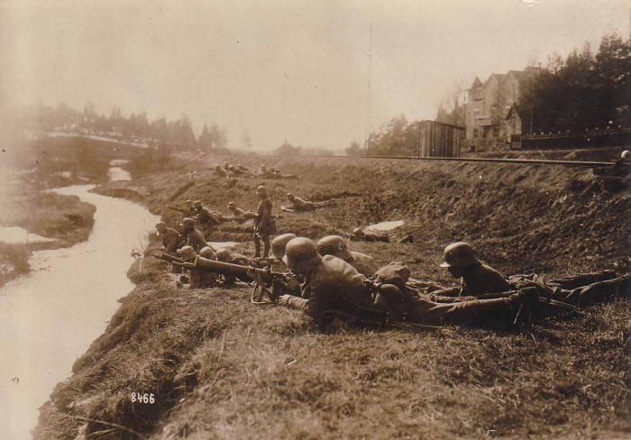 Немецкое подразделение, закрепившееся на правом берегу реки.