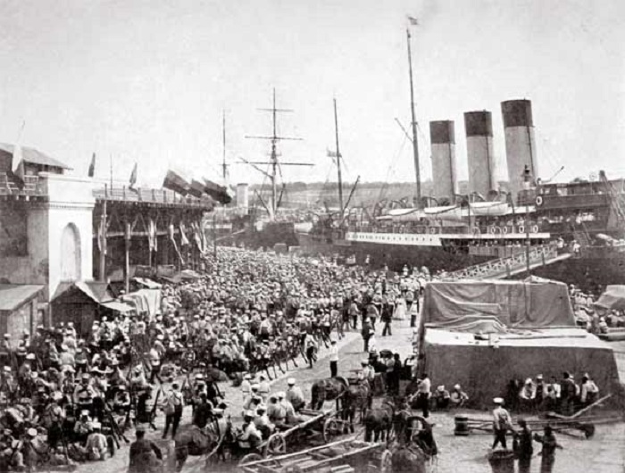 Посадка нижних чинов на пароход Херсон в Константинополе. 1920 год.