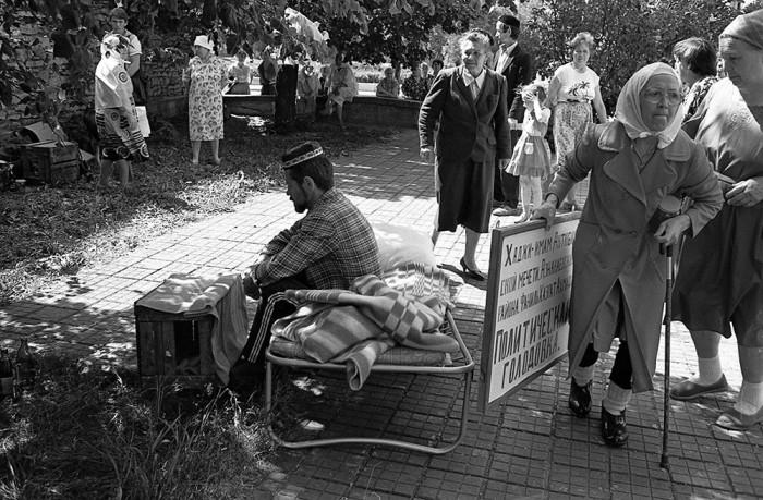 Голодовка имама Азнакаевской мечети, 1991 год. Автор фотографии: Evgeny Kanaev.