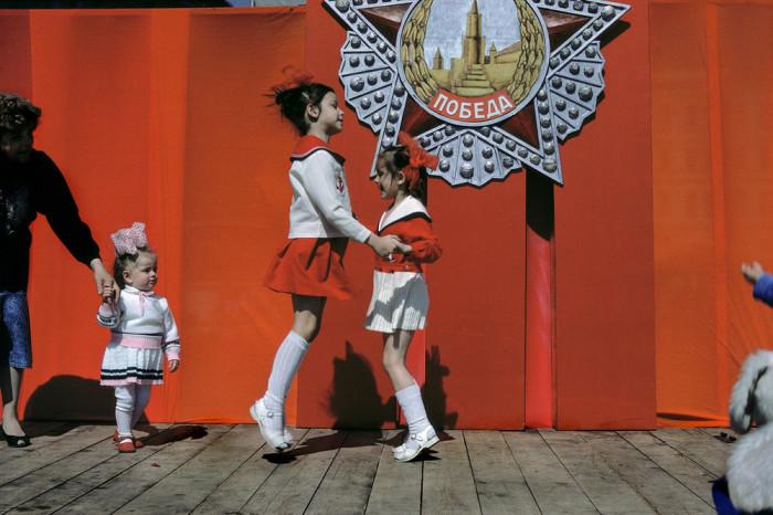 Праздничные мероприятия в «День великого праздника рабочих всего мира». СССР, Москва, 1989 год. Автор фотографии: Harry Gruyer.