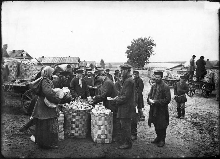 Ложкарный базар в городе Семенове в 1897 году.