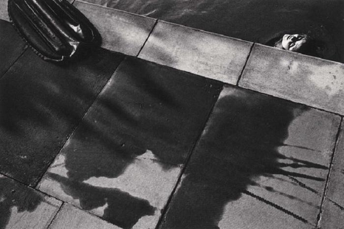 Надувной матрас и плавающая девушка. Бредборн, 1976 год.