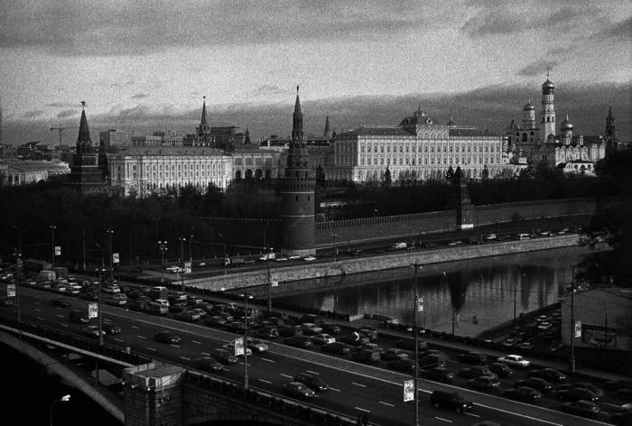 Развитие автомобильного производства в СССР загружало московские улицы новыми потоками транспорта.