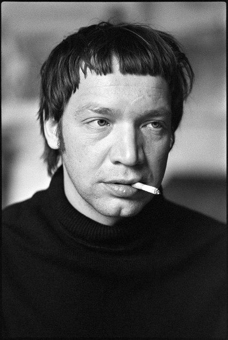 Поэт и создатель неофициального литературного кружка СМОГ.