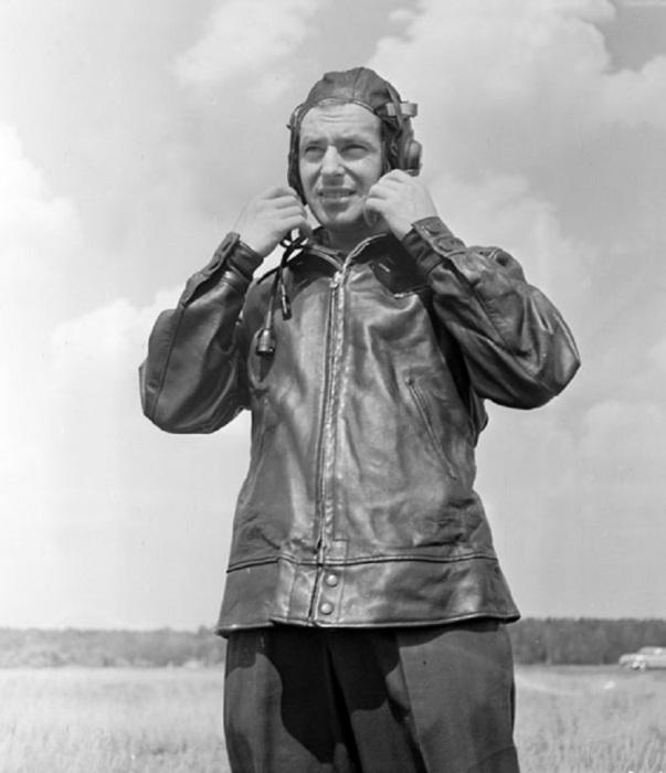 Титов во время летной подготовки. Аэродром Чкаловский, 1961 год.
