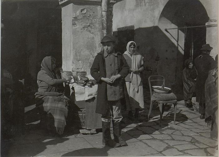 Еврейская семья в Бродах. Галиция, начало 20 века.