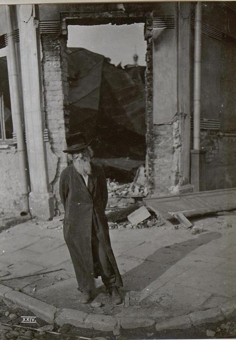 Беженец в Калуше. Галиция, начало 20 века.
