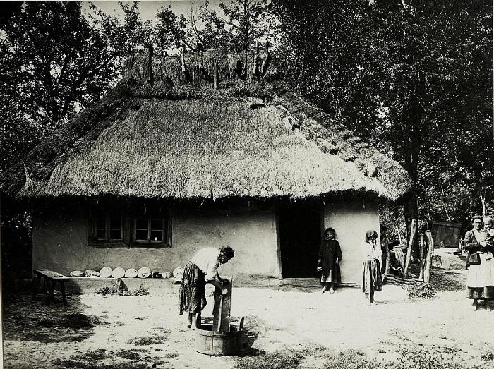 Крестьянский домик в окрестностях Стрыя. Галиция, начало 20 века.