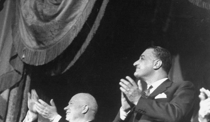 Гамаль Абдель Насер и Никита Хрущев аплодируют в Большом театре. СССР, Москва, 1958 год.