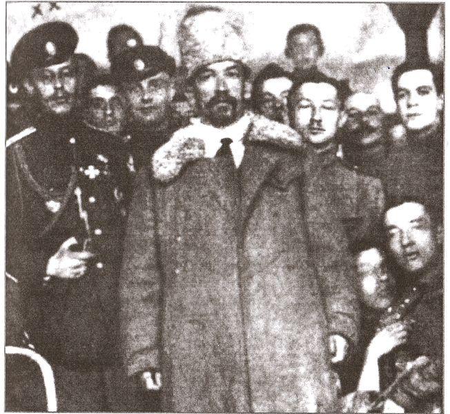 Генерал Корнилов с офицерами Корниловского полка. Новочеркасск, 1918 год.