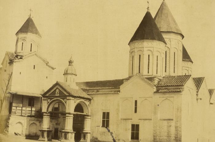 Вид на Армянский собор в Тифлисе.