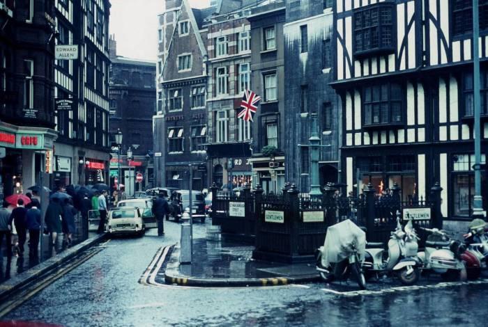 Маленькая улочка в 1968 году.