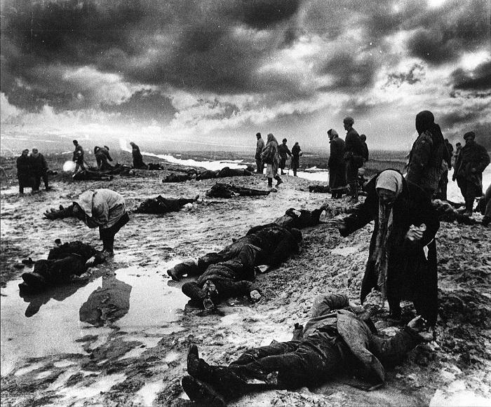 Расстрелянные мирные жители. Керчь, 1942 год.